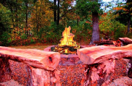 Elk Springs Resort: Firepit