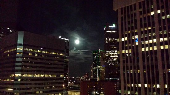 The Westin Denver Downtown: Full moon over downtown Denver