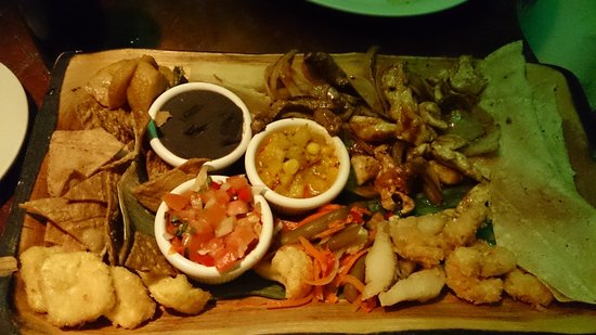Tree House Restaurante & Cafe: Plate of typical Tico food