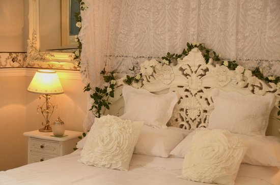 The Old Rectory at Broseley: romantic bedroom