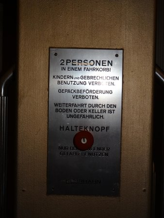 Fleming's Hotel Deluxe Frankfurt-City: Warning sign