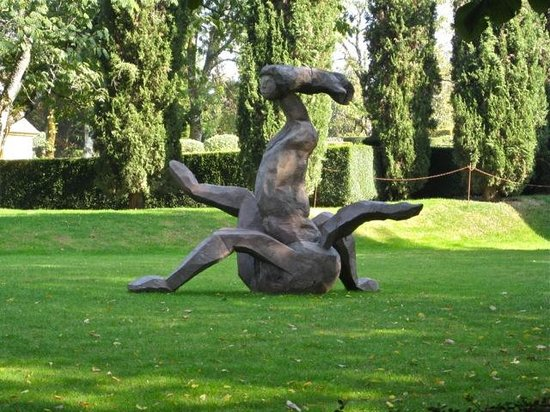 Eyrignac et ses Jardins : Lovely statues
