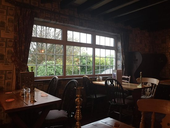 The Hunters Rest Inn: Outside view From a comfortable table in the dining room