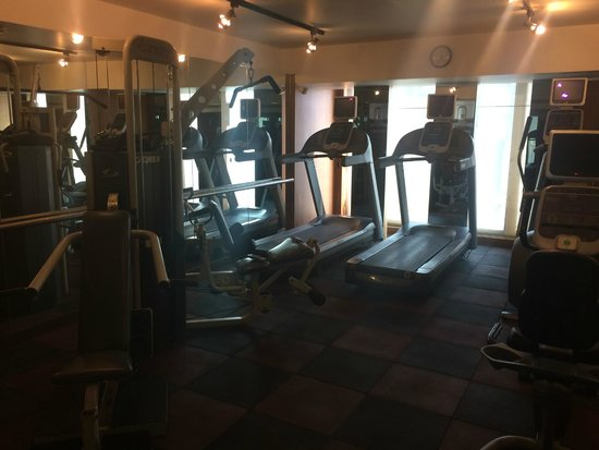 InterContinental Marine Drive: Very small, basic gym