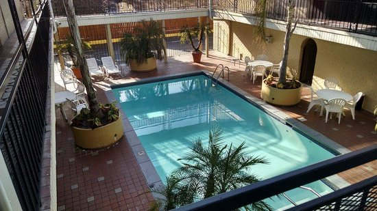 Super 8 New Orleans : pool beside our room