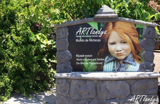 Icod de los Vinos, Spain: der Eingang zu ARTlandya - ein wunderschöner Themenpark auf Teneriffa