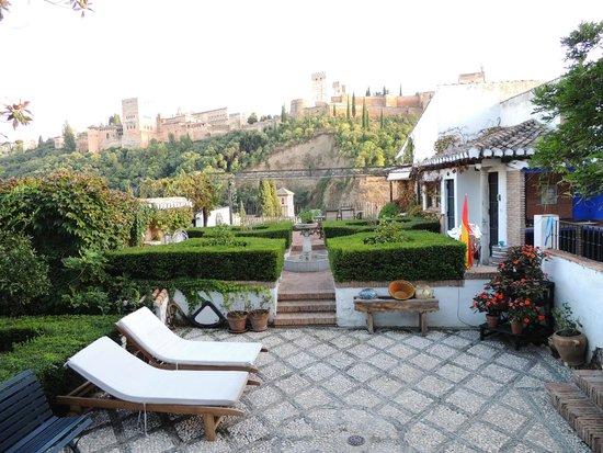 Foto de alhambra apartamentos tur sticos granada beautiful grounds a gardener 39 s dream - Apartamentos turisticos alhambra ...
