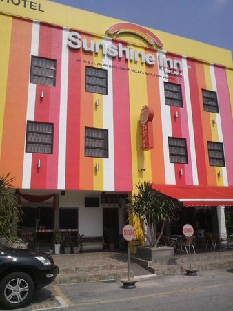 Sunshine Inn Plus: Fachada do Hotel