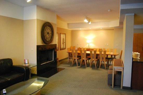 Hotel Rooms In Clinton Township Mi