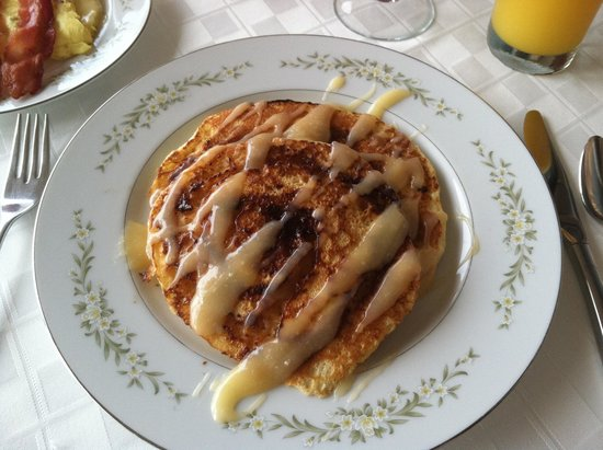 A Suite Escape: cinnamon roll pancakes