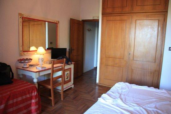 Villa Giada: Zimmer mit sehr hohem Schrank