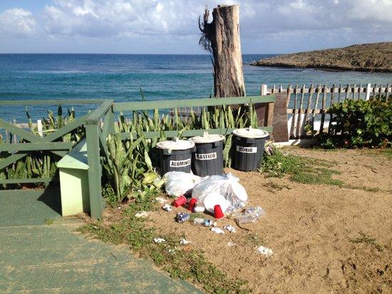 Parador Villas del Mar Hau: garbage