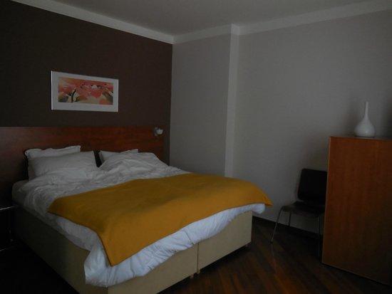 Residence Masna - Prague City Apartments : Coin chambre (isolé du reste de la pièce par une semi-cloison)