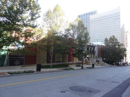 Kansas City Public Library, street view