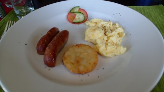 C  the View Guesthouse: Simple breakfast but awesome hashbrown