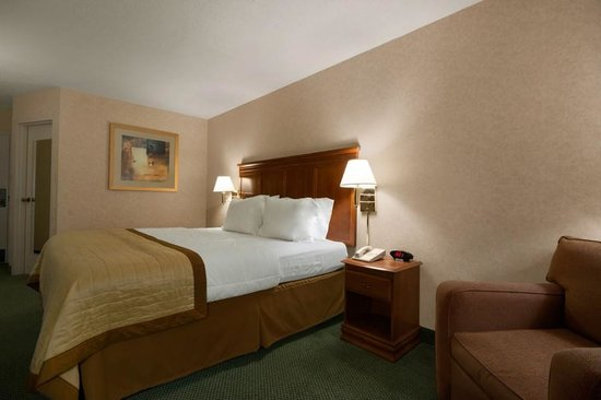 Wingate by Wyndham Greenville: Handicap accessible rooms available