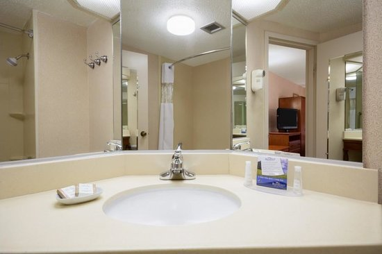 Baymont Inn & Suites Greenville: Clean bathrooms!