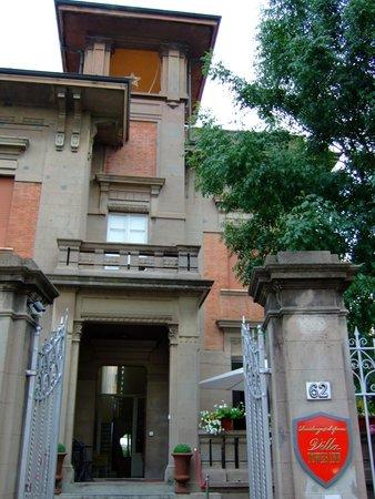 Residenza d'Epoca Villa Tower Inn: 宿泊不可で悔しいが、エントランス付近を写真撮影