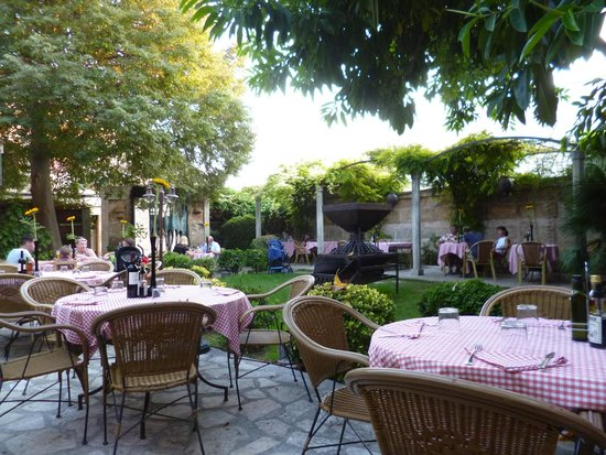 Trattoria Pizzeria trencadora: La Trencadora Garden