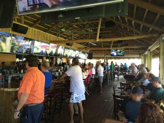Upper Deck Ale & Sports Grille : Tiki Deck