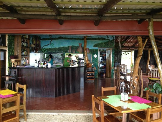 Tinajas Arenal: Comfortable and relaxed dining area