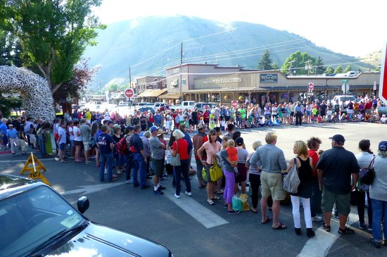 Jackson Hole Shootout: Jackson Wy.  town square shoot-out * Free