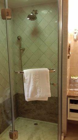 Guilin Bravo Hotel : Bathroom