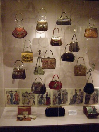 Museum of Bags and Purses: Экспозиция сумок из натуральной кожи 18-19 века