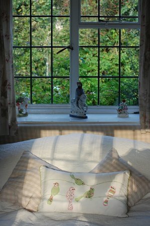 Yew Tree Cottage Bed and Breakfast: Bedroom in the country!