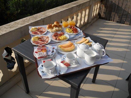 Hotel Astoria: breakfast on the balcony