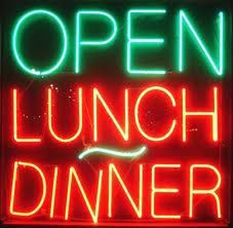 Mamma Mia: open for lunch
