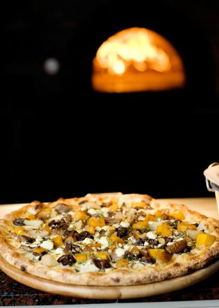 Ella's Wood Burning Oven Restaurant: Pizza