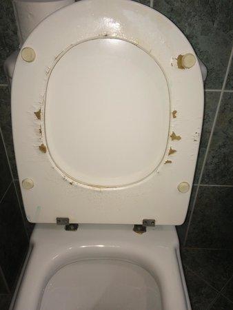 Be Smart Terrace Algarve : Toilet condition 2