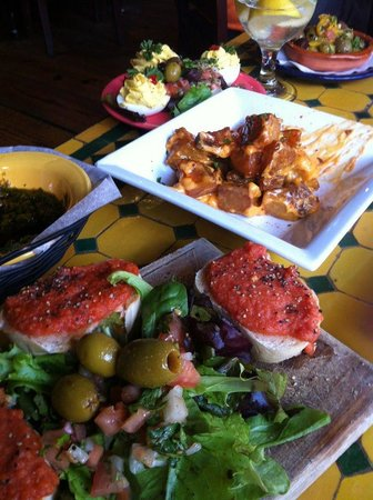 Ceviche Tapas Bar and Restaurant: Dinner is served
