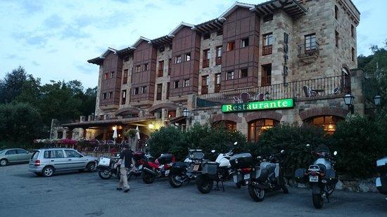 Infantado Hotel: Hotel at dusk