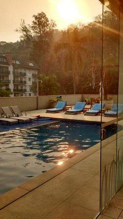 Granja Brasil Resort: Vista do Restaurante para a Piscina