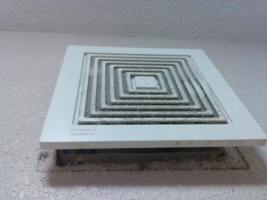 Red Roof Inn St. Louis Westport: Air vent that is not attached properly, with lint.