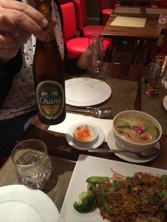 Thai Tho - Soho: Cena y cerveza de la casa