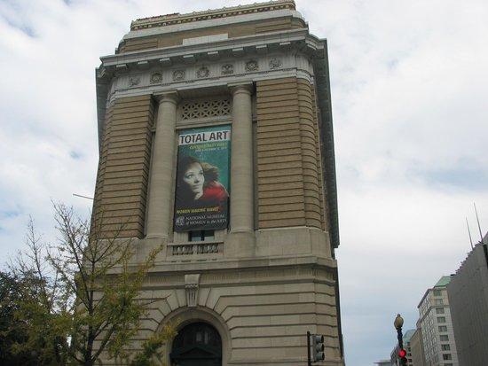 National Museum of Women in the Arts: Women in Arts Museum - front