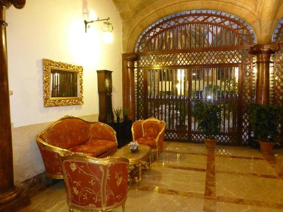 Chambre 105 le salon picture of hotel born palma de mallorca tripadvisor - Le salon 105 ...