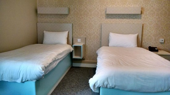 The Big Sleep Hotel Eastbourne by Compass Hospitality : twin disabled room