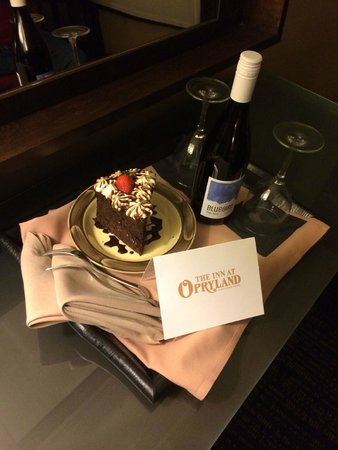 The Inn at Opryland, A Gaylord Hotel: Our Anniversary Surprise