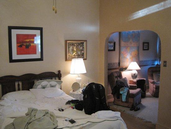 School House Inn Bed & Breakfast: Geography Room sitting area