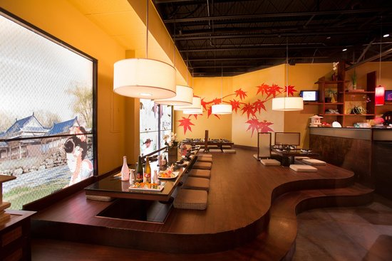 Yoshi Sushi: Funky floor seating- seats parties up to 18 people