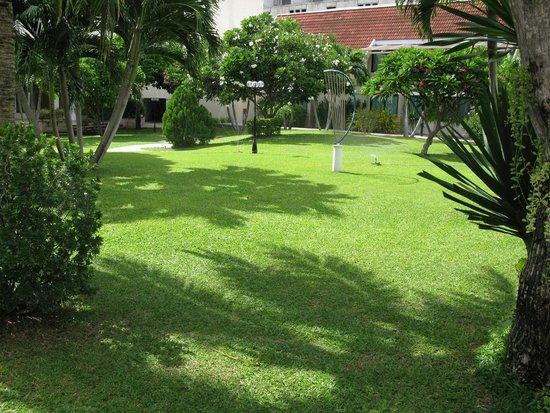 Hotel Tropicana: Территория