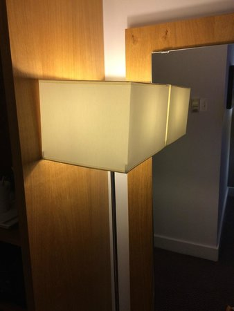 Holiday Inn Birmingham City Centre: Lamp plonked in front of mirror - plain daft!