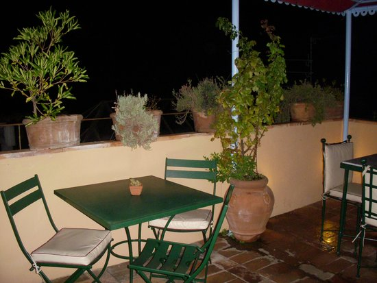 Antica Dimora Johlea : Rooftop patio in the evening