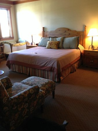 La Conner Country Inn: King Bedroom