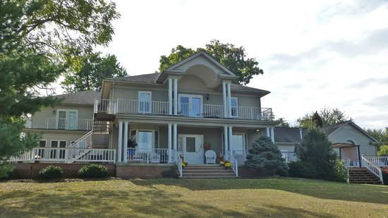 MiddleRidge Bed and Breakfast : 2 Bedrooms with Deck on 2nd Floor