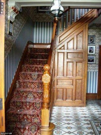 West Lodge B&B: Stairway